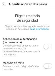 """Menú de """"Autenticación en dos pasos"""", con las opciones """"Aplicación de autenticación"""" y """"Mensaje de texto""""."""
