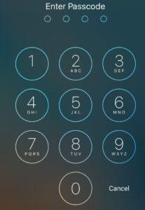 Ventana para insertar un PIN de cuatro dígitos de un iPad para poder usar el dispositivo.