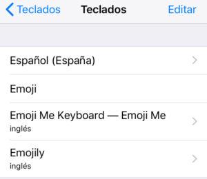 Lista de teclados con emojis, incluyendo los teclados de las apps Emojily y Emoji Me.