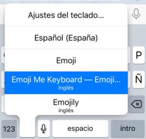 """Teclado """"Emoji Me"""", el cual aparece al dejar presionado el icono del círculo del teclado del iPhone."""