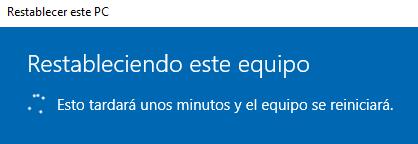 Ventana que te indica que tu PC se está restableciendo del asistente de restablecimiento de Windows 10.