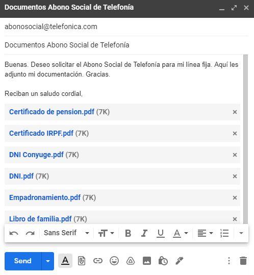 Ventana de Gmail en la que se está redactando el email para pedir el Abono Social, y donde se ha adjuntado los documentos necesarios para pedir dicha ayuda.