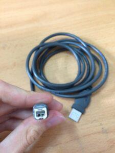 Cable USB B grande.