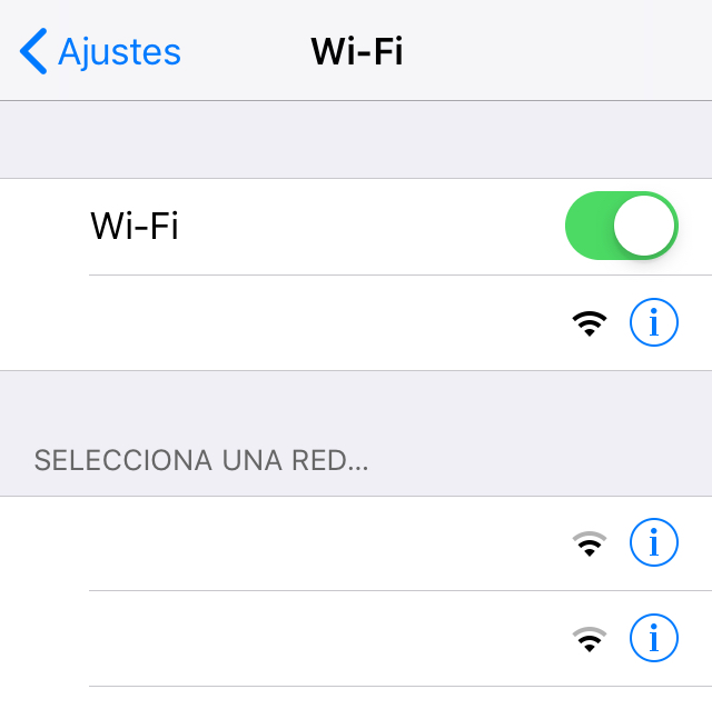 Ventana de un iPhone mostrando la lista de todas las redes Wi-Fi cercanas.