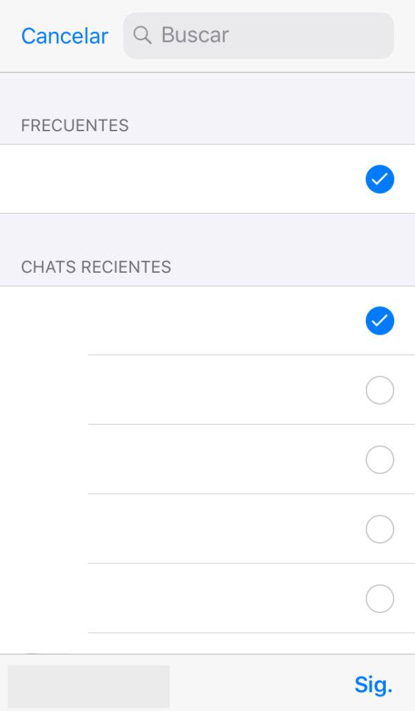 """Lista de chats de WhatsApp de un usuario mostrando la opción """"Sig."""", la cual aparece al intentar compartir un archivo en iOS."""