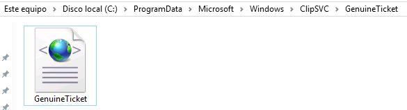 PC con Windows 10 mostrando el archivo GenuineTicket.xml dentro de la carpeta C:/ProgramData/Microsoft/Windows/ClipSVC/GenuineTicket.